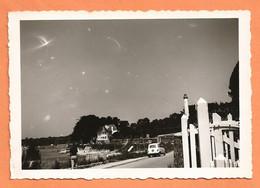 PHOTO ORIGINALE BRETAGNE 1964 - RENAULT 4L - BORD DE MER VILLA - R4 R 4 - Automobiles