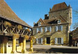 24 - Domme - La Halle Et La Maison Du Gouverneur (XVIe Et XVIIe Siècles) - Autres Communes