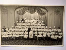 """Londres - """" SAVOY HOTEL """" - Carte Photo De Tout Le Personnel Des Cuisines  En 1937   BE - Hotels & Gaststätten"""