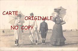 OF < 14 ☺♣♣ TROUVILLE - PLAGE Avec FEMME Et JEUNES FILLES Et PETIT GARCON < PISCINE Au Fond < Edition Photo Carte - Trouville
