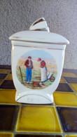 CAFE - Pot En FAÏENCE - Decor D'après L' ANGELUS De MILLET - N°4 Modèle - 14cmx8cmx6cm - Ca.1950 ? - Altri
