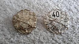 2 X Anstecker Schützenabzeichen Schützenverein Gekreuzte Gewehre 25 U. 40 Jahre Schützen - Ohne Zuordnung