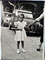 Photographie  2CV - Fillette Devant Véhicules - 1958 - Format : 7 X 10 - TBE - Cars