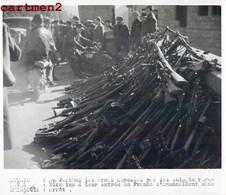 PHOTOGRAPHIE ANCIENNE : GUERRE D'ESPAGNE PERTHUS ARMES DEPOSEES PAR LES SOLDATS REPUBLICAINS FRANCO GUERRA ESPAÑA - Unclassified