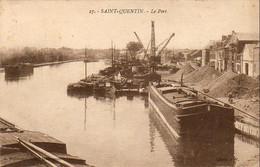 D02  SAINT QUENTIN  Le Port  ........... Avec Péniche - Saint Quentin