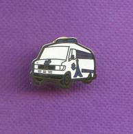 Rare Pins Ambulances Medicalisee Tour Eiffel M627 - Medical