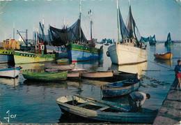 CPSM Bâteau De Pêche Dans Un Port Bigouden-Jos-Timbre   L892 - Unclassified