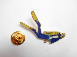 Superbe Pin's Pins En EGF , Plongée , Homme Grenouille , Favel - Immersione