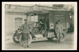 """Cp Photo - WW1 - Militaria - VOITURE RADIOLOGIQUE N° 32 """" SERVICE DE SANTE """" Avec Chauffeur - Ambulance - Croix Rouge - Equipment"""