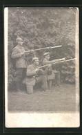 Foto-AK Infanteristen Mit Aufgepflanzten Bajonetten - Oorlog 1914-18