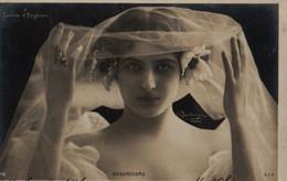 Vraie Photo REUTLINGER   : Femme Au Voile . BEAUREGARD ( Casino D'Enghien ) - Femmes