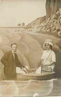 Surréalisme Photo Montage Foire Bâche Couple Barque Falaises Bord De Mer Rochers Carte Photo Milan Ault-Onival - Autres