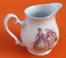 Pichet / Pot à Lait  Porcelaine Fine Blanche Décor Scène Galante Hauteur : 80mm - Altri