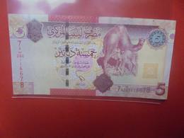 LIBYE 5 DINARS 2012 Circuler (B.24) - Libyen