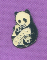 Rare Pins Pin's Grand Panda Avec Ses Bebes N129 - Animales