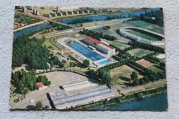 Cpm 1966, Toulouse, Cité Des Violettes, Grande Piscine Et Stadium, Haute Garonne 31 - Toulouse