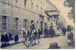 CPA - France - (85) Vendée - La Roche-Sur-Yon - Carte Photo - Char Place Napoléon Devant Le Collège De Jeunes Filles - La Roche Sur Yon