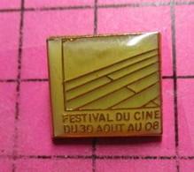 811h Pin's Pins / Beau Et Rare / THEME : CINEMA / FESTIVAL DU CINE DU 30 AOUT AU 08 PLANCHES = DEAUVILLE - Films