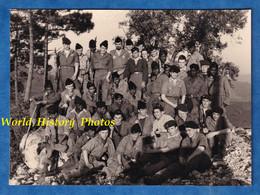 Photo Ancienne Snapshot - à Situer - Portrait De Soldat Français - 1958 - Uniforme Colonial Fusil Garçon Noir & Blanc - Krieg, Militär