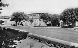 TARASCON - Le Rond-Point Gambetta - Panneaux Nîmes, Avignon - Tarascon