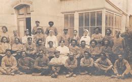 TARASCON - Groupe De Soldats & Infirmières - Salles Militaires Hôpital Pour Blessés Guerre 1914-18 - Carte-Photo Pierron - Tarascon