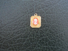MEDAILLE CAMEE (PLAQUEE OR) - Pendants