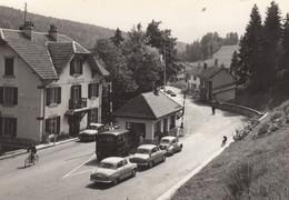 25 - La Ferrière-sous-Jougne - Beau Cliché Animé De La Frontière Franco-Suisse - Camion De Police - Voitures - Other Municipalities