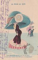 CPA La Mode En 1910 Modiste Rue De La Paix Boîte à Chapeaux Illustrateur X. SAGER  2 Scans - Sager, Xavier