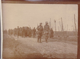 14-18 Secteur DIKSMUIDE Voir Au Dos Mars 1918 Prisonniers Allemands Photo Amateur Format Environ 3,5 Cm X 8 Cm - Guerra, Militares