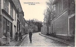 94 - VALENTON : La Montée ( Animation, Commerce Nouveautés, Pub BYRRH ) CPA - Val De Marne - Valenton