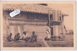 RWANDA- RUANDA- ASTRIDA- FABRICATION DE TAPIS - Rwanda