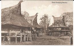 Cpa SUMATRA - Batak-Kampong / Interieur / Cachet Perbaoengan . - Indonesia