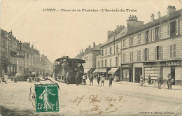 93 LIVRY -  Place De La Fontaine - L'Arrivée Du Train - Livry Gargan
