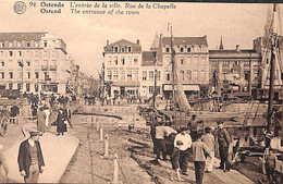 Ostende - L'Entrée De La Ville, Rue De La Chapelle (animation Pêcheurs) - Oostende