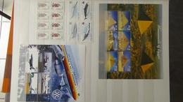 V36 Collection De Timbres, Blocs, Carnets ... ** De Différents Pays Les Feuilles Sont Pliées. A Saisir!!! - Verzamelingen (in Albums)