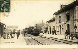 349 - Loiret  -   CERDON Du LOIRET  :  INTERIEUR DE LA GARE ,  ARRIVEE D'UN TRAIN    Circulée En  1909 - Andere Gemeenten