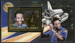 GUINEE 1985 Astronaute Space Shuttle BLUFORD Gold Foil Or MICHEL Blocs 142 A - Guinée (1958-...)