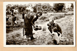 Mad025 ⭐ Madagascar Repas INDIGENES Exposition ARTS COLONIAUX PARIS 1931 Photo Véritable BECUWE 6 CPEXPO CPDOM - Madagascar