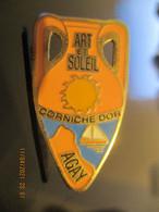 A0046 -- Pin's Agay Corniche Dor Art Et Soleil - Ciudades