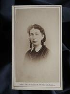 Photo CDV Truchelut à Paris  Portrait Femme  Coiffure Avec Anglaises  Sec. Empire CA 1865-70 - L562C - Oud (voor 1900)