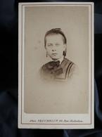 Photo CDV Truchelut à Paris  Portrait Jeune Fille  Yeux Clairs  Sec. Empire CA 1865-70 - L562C - Oud (voor 1900)