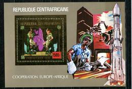 Centre Afrique 1980 Europe Afrique Scout Space Gold Foil Or MICHEL Bloc 97 - Centrafricaine (République)