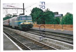 Locomotive Série 15 Entre En Gare De Kortenberg En 2001 - Trains