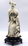 """Chine Statuette En Ivoire  """" Femme Au Panier""""  25 Cm  Avec Certificat  Cites FR21044005836-D - Art Asiatique"""
