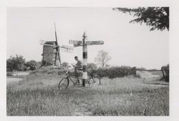 Bicycle At Essex Saffron Walden Signpost In 1930s Award Photo Postcard - Fotografie