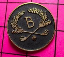1015A Pin's Pins / Beau Et Rare / THEME : SPORTS / GOLF LETTRE B CLUBS PALMES - Golf