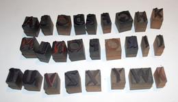 10 - VECCHI CARATTERI TIPOGRAFICI IN LEGNO - LOTTO DI 26 LETTERE MAIUSCOLE - CORPO Mm. 18 NORMALE - Tools