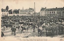 ARRAS : LA PLACE VICTOR HUGO UN JOUR DE MARCHE - Arras