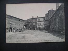 La Chaise-Dieu(Haute-Loire).-Ancienne Cour D'Honneur De L'Abbay - La Chaise Dieu