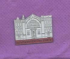Rare Pins Maison Du Peuple M754 - Amministrazioni